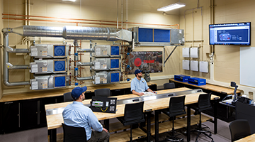 Students working in the state-of-the-art HVAC/R lab