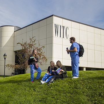 Students hanging out in the WITC-Superior lawn